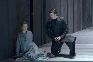 Acte II, Tableau 4 : Sophie Koch (Mère Marie), Jérémy Duffau (un commissaire)