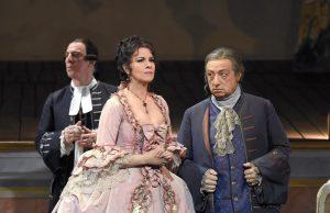Acte III : Raúl Giménez (L'Abate di Chazeuil), Angela Gheorghiu (Adriana Lecouvreur), Alessandro Corbelli (Michonnet)