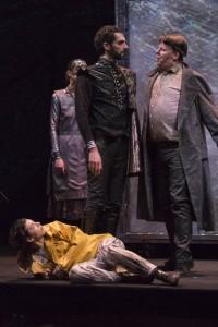 Acte I : Sévag Tachdjian (Le Capitaine), Héloïse Mas (Lazarille), Jean-Baptiste Dumora (Don César de Bazan)