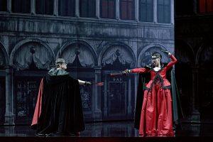Les Sérénades : Emmanuelle de Negri (Lucile), Émilie Renard (Isabelle)